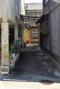 橘柳町店舗路地 施工前 編集
